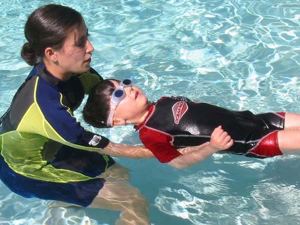 Hè rồi, các mẹ đã biết chọn đồ bơi đẹp và tốt cho con chưa?