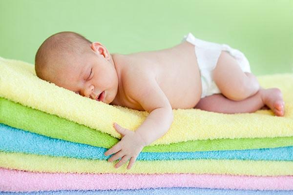 Những điều cần biết khi dùng tã cho bé