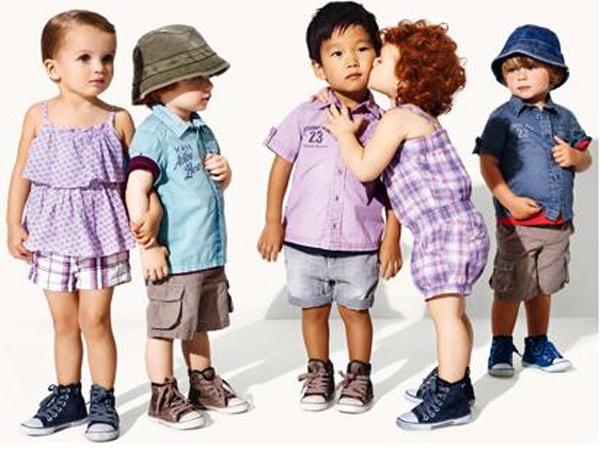 Lựa chọn quần áo cho trẻ cần chú ý nhiều đến chất liệu