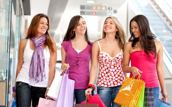 Dự trù kinh phí để mua quần áo làm quà tặng cho dịp Tết
