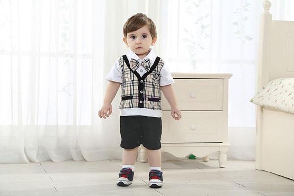Những bộ vest kiểu rất ngộ nghĩnh, vừa đáng yêu vừa khiến bé trai có dáng vẻ người lớn