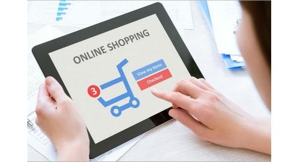 Mua hàng online thu hút mọi đối tượng