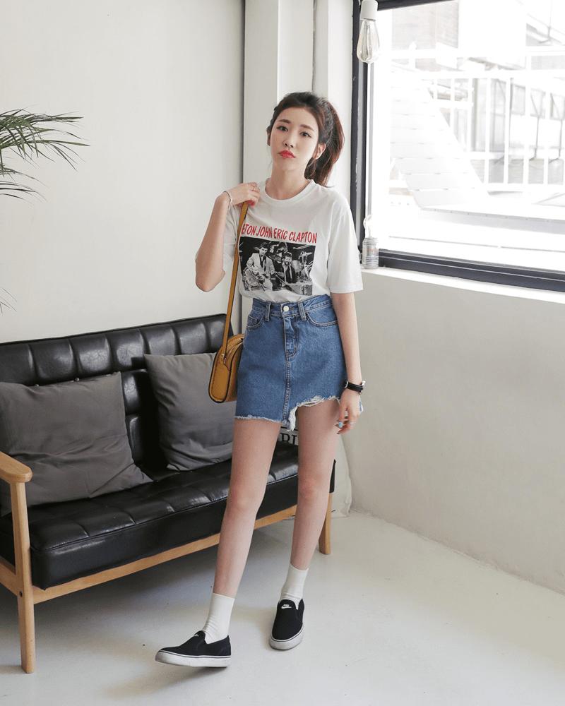 Áo phông + Váy jean bó ngắn - item quốc dân cô nàng nào cũng nên có
